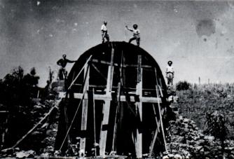 Imagem ConstrucaodaGruta1954.jpg